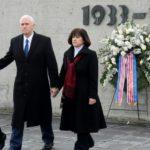 Pence visita el campo de concentración nazi en Dachau