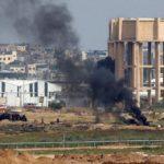 Palestinos comienzan las protestas a lo largo de la frontera de Gaza mientras queman neumáticos