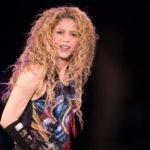 Tras la polémica, Shakira retira de su gira el colgante nazi