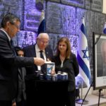El presidente de Israel encendió una vela en recuerdo de Rabin