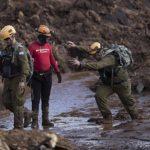 El equipo de las FDI ayudó a la búsqueda en el desastre de la represa de Brasil y fue alabado y criticado