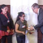 Embajada de Israel en Ecuador entrega dispositivos visuales a niños con discapacidad