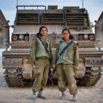 Una fotógrafa explora cómo es ser una mujer soldado de combate en Israel