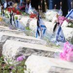 Los israelíes se reúnen en cementerios y monumentos para llorar a sus soldados caídos y a sus víctimas del terrorismo