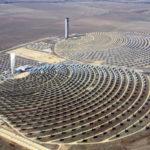 Israel aprovecha impresionantes desiertos e inaugura la más grande planta de energía termosolar en su historia