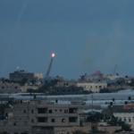 Las FDI golpean objetivos de Hamas mientras globos incendiarios continúan aterrorizando a las ciudades fronterizas israelíes