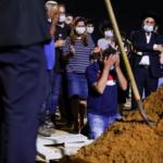 Víctima del ataque terrorista es enterrada mientras el ejército allana la casa del presunto atacante
