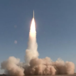 Irán presenta nueva plataforma de lanzamiento de misiles balísticos: informe