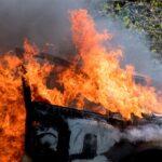 Pandilla árabe incendia coche de policía en la ciudad de Kiryat Shmona, en el norte de Israel
