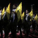 Hartos de Hezbolá, aldeanos libaneses enojados abordan a un grupo de terroristas