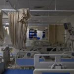 El número de muertos por COVID es de 7,999 a medida que la transmisión y los casos graves continúan disminuyendo